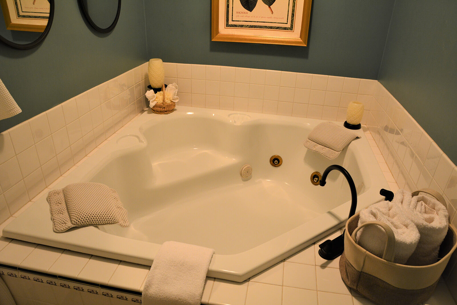Jacuzzi tub, Magnolia Place Bed & Breakfast, Finger Lakes, NY